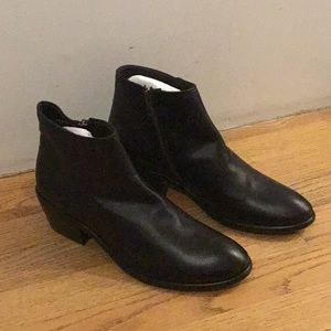Frye Carson Piping Bootie Black size 8 78253